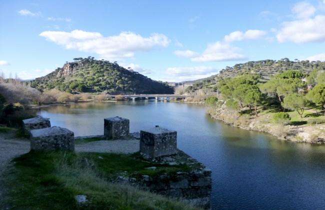 Cinco zonas de ba o natural en madrid for Jardin oriental aldea del fresno