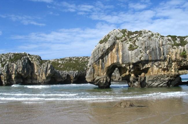 Playa de cuevas del mar asturias