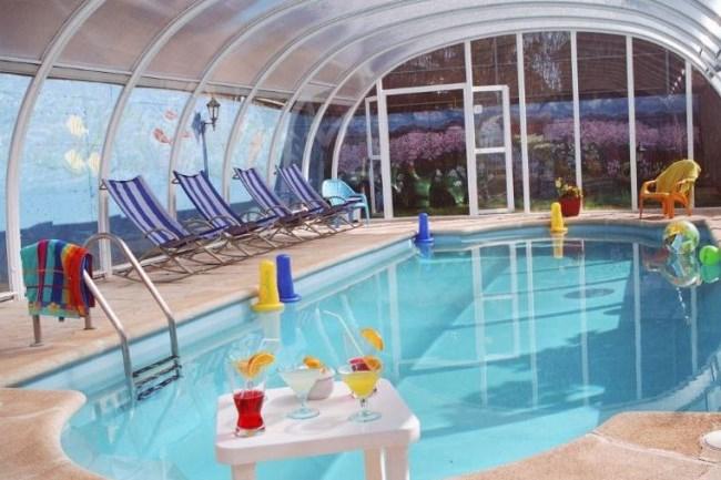 Casas rurales con piscina climatizada un relajante ba o for Piscinas naturales grazalema