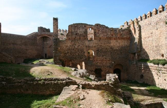 interior castillo alcocer