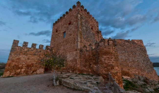 Castillo embalse
