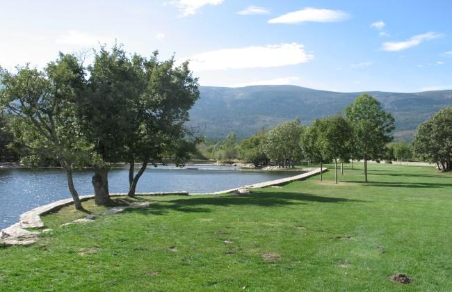 Cinco zonas de ba o natural en madrid for Piscina ciempozuelos