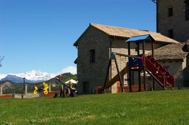 casa rural parque infantil Pirineo