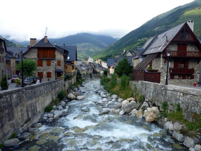 Pueblos de monta a con encanto - Casas rurales valle de aran ...