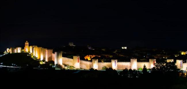 muralla ávila noche