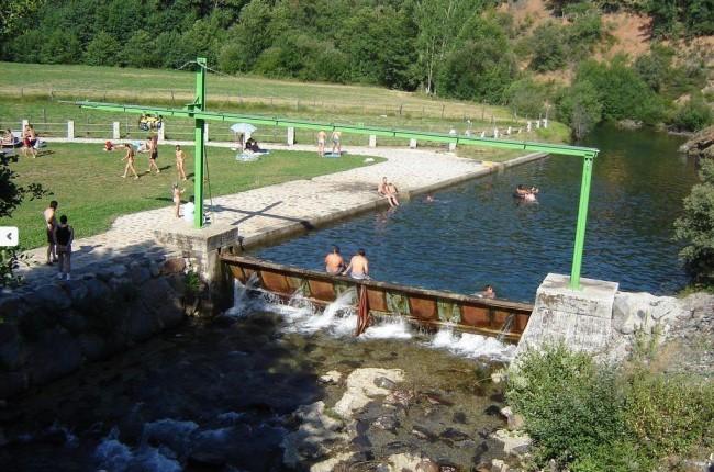 Piscina fluvial de San Martín de Moreda