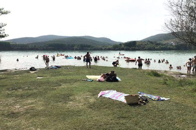 Playa fluvial del Lago de Carucedo