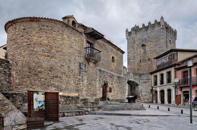 Torre y Palacio de Valdés Salas Asturias