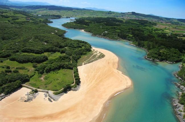 Playa de La Arena Arnuero Cantabria